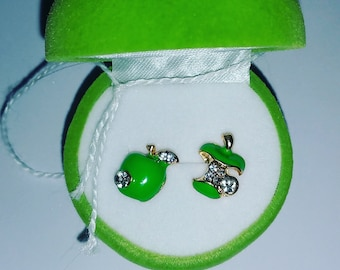 Beautiful apple earrings - perfect for teachers gift.