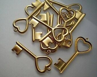 12 brass heart key charms