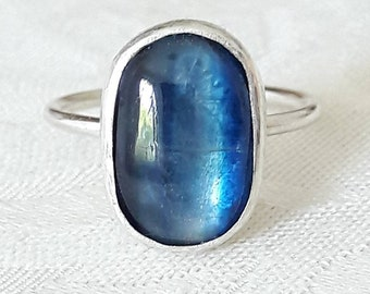 Blue Kyanite and Sterling Silver Ring - Kyanite Ring - Blue Stone Ring - Hammered Silver - Boho Ring - Oval Stone Ring - Gift for Traveller
