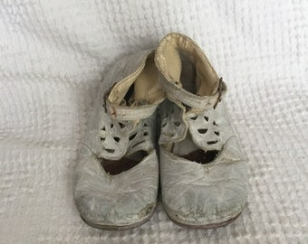 Vintage Baby Girl Shoes - Distressed White Leather Baby Shoes - For Decorating, Display, Crafting - Antique Leather Baby Shoes
