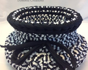 Empty basket pocket, violet and black and white