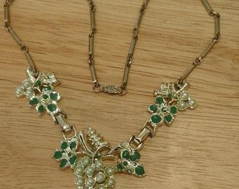Vintage pearl grape cluster design necklace