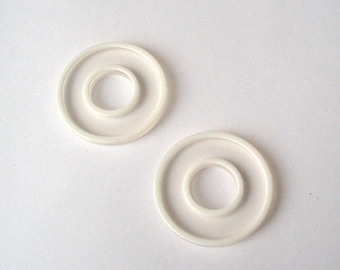 Set of 2 rings in transparent plastic with white piping - ref 9 c