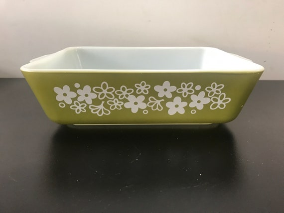 Pyrex casserole dish green and white