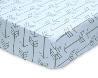 Gray Arrows on White | Crib Sheet
