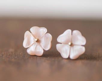 10pcs Pink Mother of Pearl Shell Carved 4-Leaf Clover Flowers 10mm, Center Drilled  (#V1027-2)