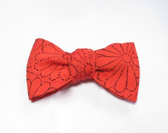 Bow Tie / Made From Vintage Japanese Silk Kimono Fabric / Self-Tie