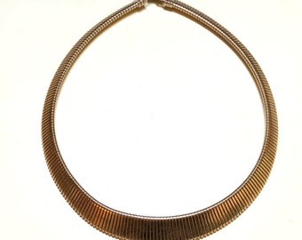 Vintage goldtone tapered Omega chain necklace, 18 inches, Omega choker, bold choker, wide choker, gold collar necklace 1980s O1