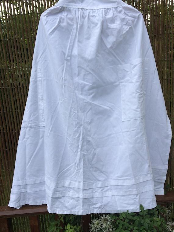 30's housekerper's long apron with pockets. Ties. 38 ins long. Crisp cotton