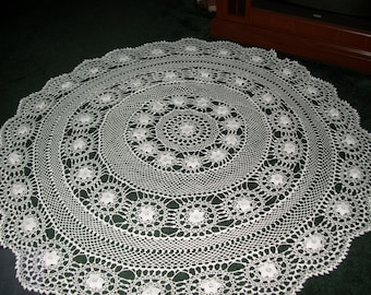 White Round Irish Rose Tablecloth