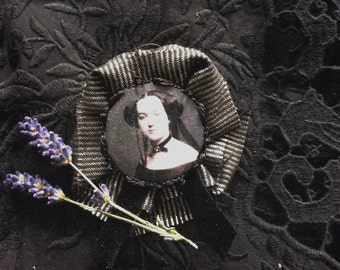 Tragedy | Mourning Lady Rosette