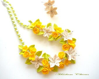 Necklace with lilies, necklaces with yellow roses, necklaces elegant, necklace earrings, handmade, ivory lilies