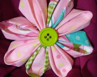 Kanzashi round petal flower hair barrette. Accented with a green button.