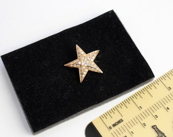 Signed Joan Rivers Small Star   brooch  with clear rhinestones #1853