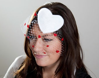 White and Red Heart Fascinator Veil // Spring & Summer Party // Elegant Classy Royal Wedding Horse Race Event Accessory Outfit Costume