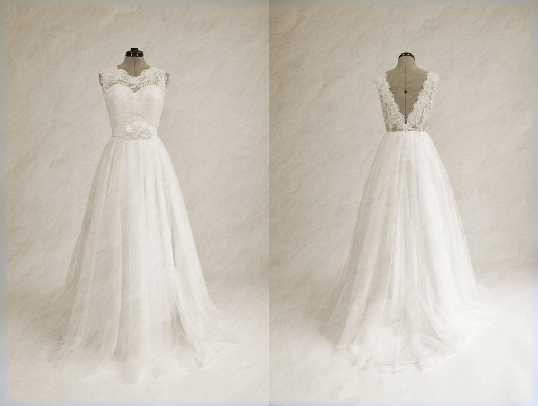 Ivory lace wedding dress vintage looking sleevelss V-back