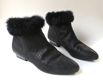 80s vintage Speckled Black Leather Ankle Boots with Black Fur Trim / made in Italy