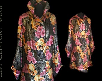 1920s Lamé Coat. Gold Metallic Fibres in Bold Floral Design. Art Deco. Jazz Age. Flapper. Evening. Wedding.