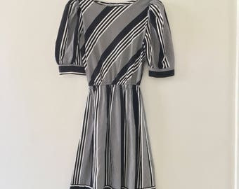 vintage 80's cotton striped dress// black and white// puff sleeves// stranger things alt prom // size 4, small