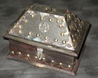 "Old Style Antiqued Pentacle ""Salem"" Box~Wood Altar Box~Tarot Box~Pagan Home Decor"