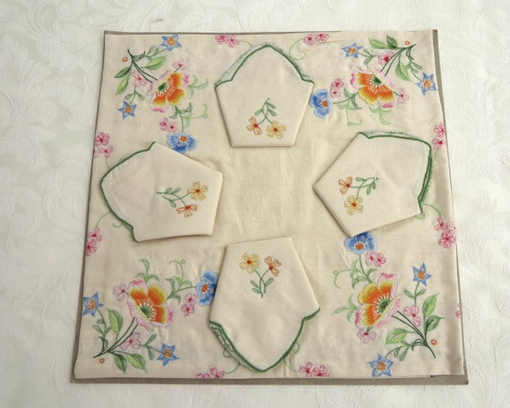 Vintage embroidered tablecloth and 4 napkins, floral embroidery, all cotton, vintage dead stock, 90 x 90 cm / 35.5 x 35.5 inches