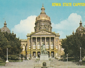 Vintage 1950s Postcard Des Moines Iowa State Capitol Building Architecture Government Frontal View Photochrome Era Postally Unused