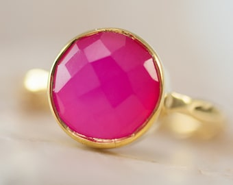 40 0FF - Fuschia Pink Chalcedony Ring - Gemstone Ring - Stacking Ring - Gold Ring - Round Ring