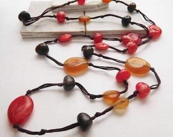 Retro Vintage Earth Tone Orange Red Brown Caramel Lucite Bead Boho Necklace V28