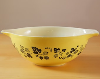 Vintage Pyrex yellow Gooseberry pattern 444 cinderella mixing bowl