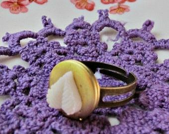 Locket Ring For Women Girls - Miniature Botanical Mini Leaf Ivory White - Vintage Jewellery Jewelry Secret Keeper