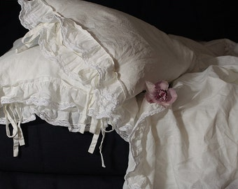 Linen 3 pcs set 'Madeleine' with ruffle and cotton lace. Pure linen prewashed flat top sheet and two pillow cases.