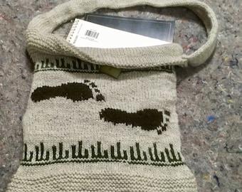 Footprint shoulder bag knit in 100% wool