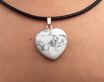 """Heart pendant"" of 1.5 cm in howlite (natural stone)"