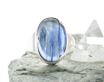 Kyanite and silver ring. Size 9.25. Natural stone. Gemstone ring. Blue stone birthday ring. Kyanite cabochon. Blue stone ring. ApsarasV ring
