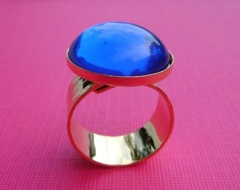 Gold Adjustable Ring with Hammered Band and 18mm Round Setting (1)