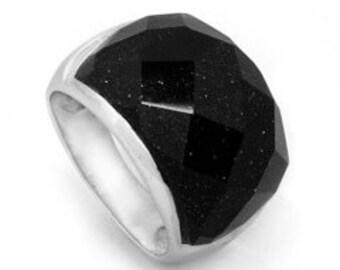 Bagues en argent et pierre en verre aventurine avec inclusion de cristaux de cuivre.