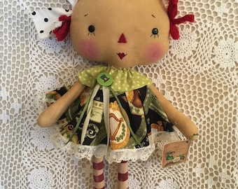 St Patricks Day Annie/Primitive Raggedy Ann doll/HAndmade cloth doll/collector doll Prim spring decor/FAAP