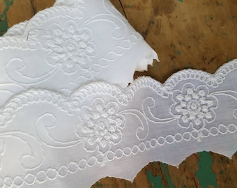 Vintage Wide Scalloped Trim