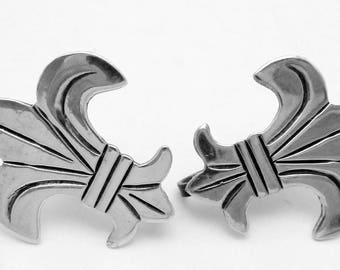 Vintage Sterling Silver Fleur de Lis Earrings 23357