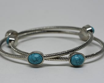 Lovely silver tone pair bangle bracelets
