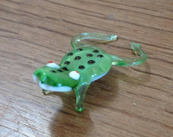 Vintage Quirky Little Green and White Glass Frog - Lovely Item - In Very Good Condition.