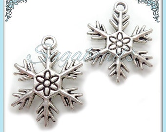 8 Antiqued Silver Snowflake charms 25mm PS119