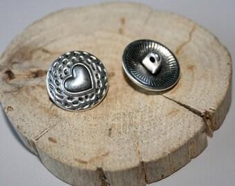 Antique silver heart 17mm metal button