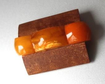 Amber & teak retro 70-s modernist brooch / pin