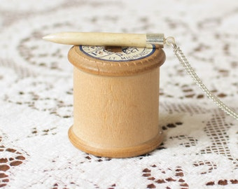 Bone vintage pendant knitting needle necklace. Knitters gift, upcycled necklace, pendant necklace, vintage necklace, vintage bone.