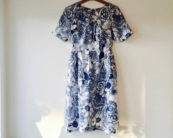 1960s Blue and white floral print dress.// Fits a size medium