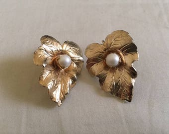 Vintage Sarah Coventry Gold Pearl Leaf Clip On Earrings