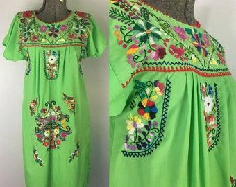 Green Multicolored Oaxacan Dress // 1970s Ethnic Boho Shift