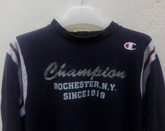 champion rochester new york spell out embroidered logo raglan nice design M size