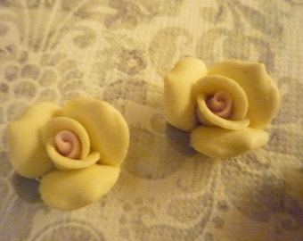 17mm Yellow Ceramic Roses - Flower Cameos - Green Leaf - Pink Center - Flat Back Cabochons - Qty 6